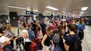 Sciopero improvviso a Linate e Malpensa degli addetti ai bagagli, rabbia e disagi